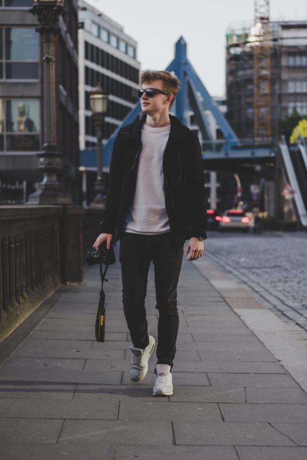 Check out Style Hacks: How Men Dress to Appear Skinny at https://howmendress.com/style-hacks-appear-skinny/